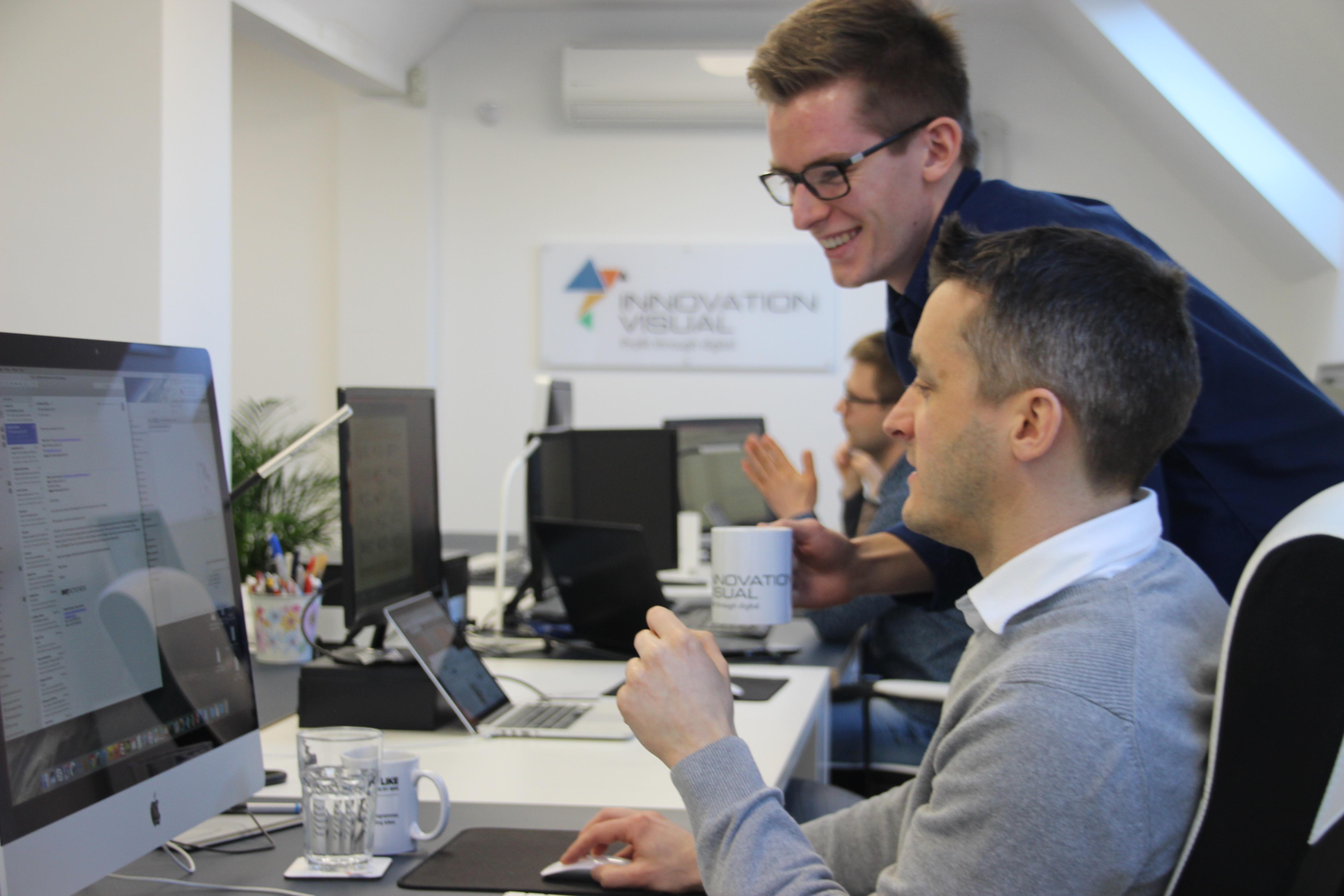 Innovation Visual team talking about digital marketing